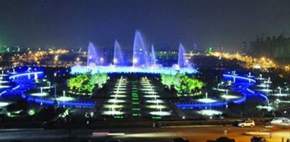 辽阳河东新城刚刚竣工的襄平广场 资料图片