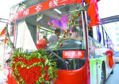 在这辆公交车里,满载着闫俊丽对工作的热爱和一生的幸福。记者 徐刚摄
