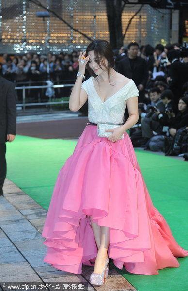 宫廷风桃红色拖地长裙国际范十足