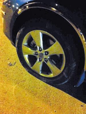 被硌爆的汽车轮胎