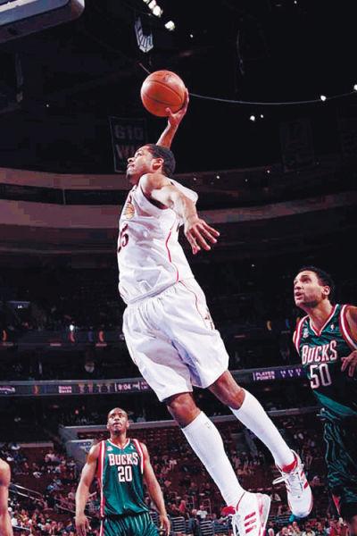 罗德尼•卡尼也曾在NBA赛场飞翔 (资料图)