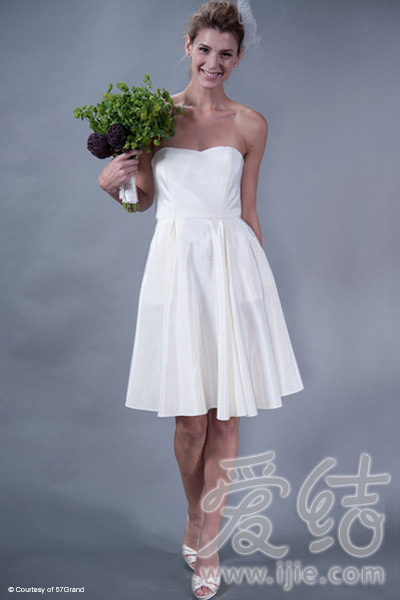 装饰性越小 的婚纱 越需要质地良好