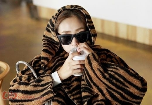 虎纹毛毛大衣,时尚又温暖
