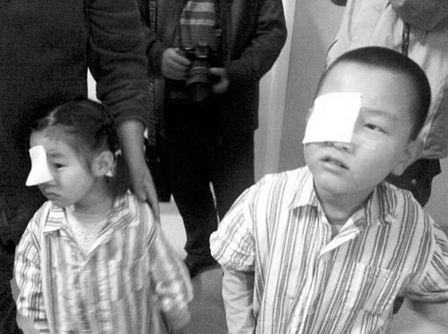 笔尖扎眼 女孩眼球险摘除