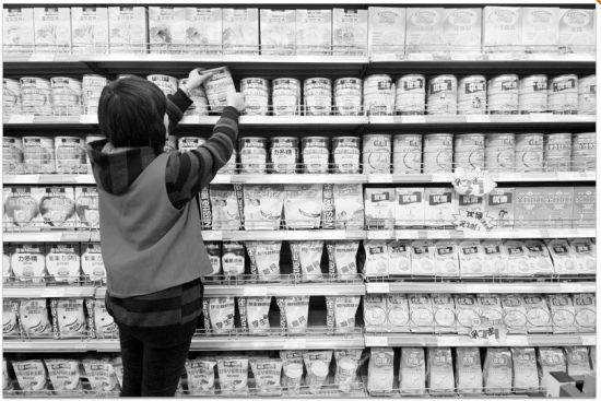 超市中,奶粉促销仍非常普遍。CFP供图