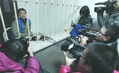 昨日,沈阳市和平区看守所,铁军的模样变化比较大 记者 纪力元 摄