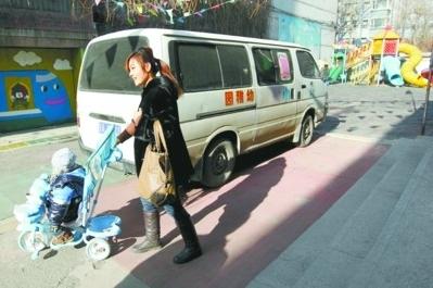 在沈阳市沈河区小耶鲁幼儿园,对方表示他们并没有教育部门颁发的校车准入手续。 记者 白琳 摄