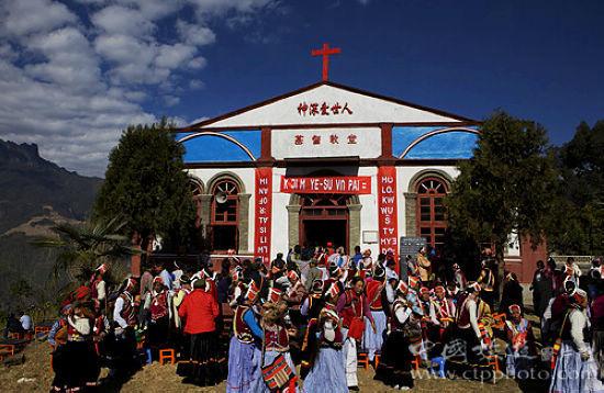 福贡老姆登基督教堂的耶诞节(吴世平摄)