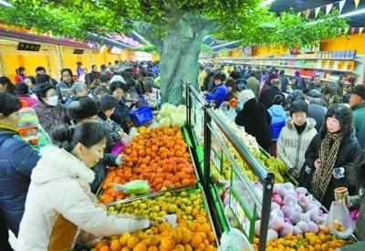 购销两旺的大型超市。
