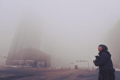 2012年,环保系统将在京津冀、长三角、珠三角等重点区域以及直辖市和省会城市开展PM2.5和臭氧监测,并向社会发布监测结果。