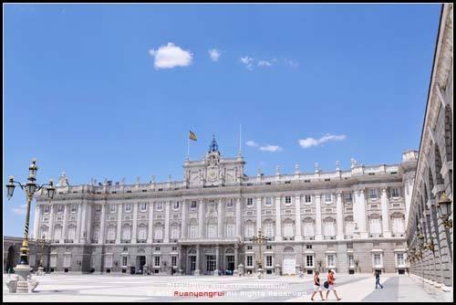 主楼及广场