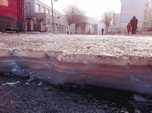 冰面最厚的地方有10厘米