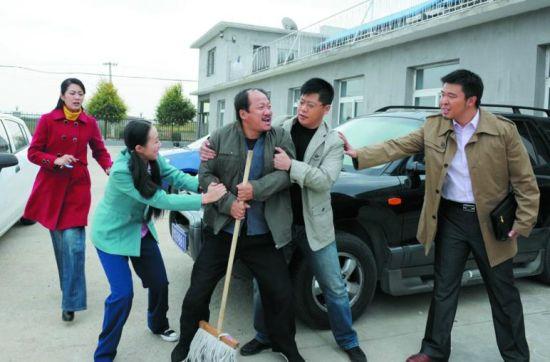 谭广坤在剧中唯一的任务就是斤斤计较、惹是生非。(CFP供图))