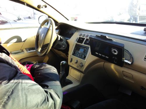 宏达驾校的学员车已经装上了智能监控设备。