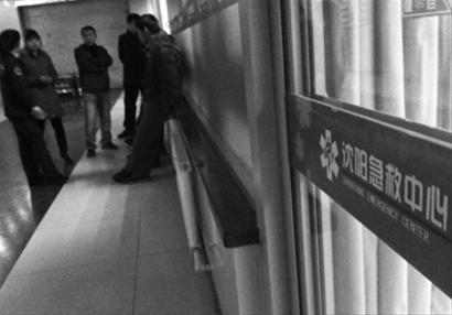 38岁男子被送到沈阳急救中心,但是没能抢救过来。 记者 纪力元 摄