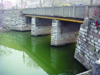 事发地:镇江西门桥及古运河。