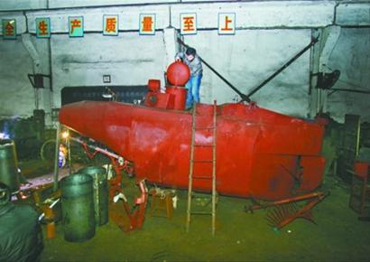 这艘小潜艇,张五一要在下个月交货。武汉晚报