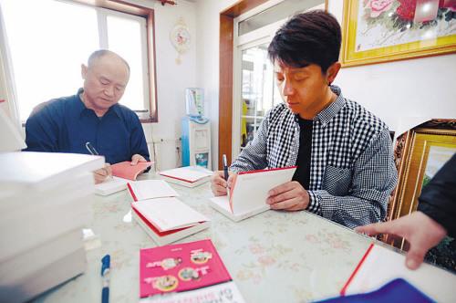 胡海泉与父亲。记者 常晟罡 摄