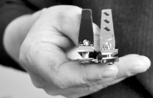 父亲看儿子患甲沟炎心疼 5年造特殊指甲刀获专