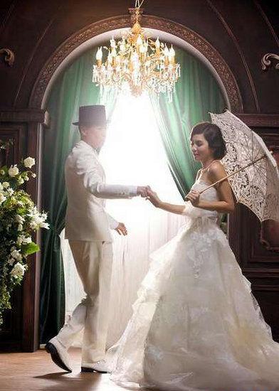 黑卡纸手绘婚纱
