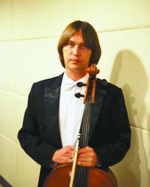 交响乐团大提琴手