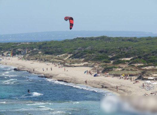 西班牙伊比沙岛:Es Cavallet海滩