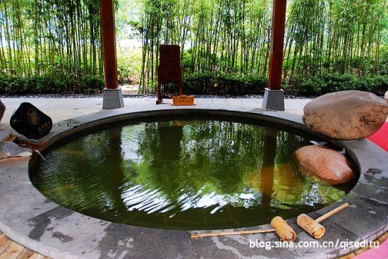 新浪旅游配图:竹林里的温泉 摄影:七色地图