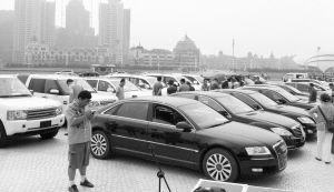 返赃中二十余辆价值不菲的名车■本报记者 王宇 摄