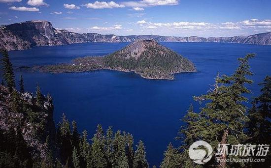 美国俄勒冈州的绮丽湖