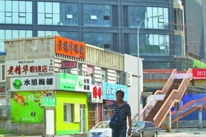 老精华眼镜店位于沈阳市太原北街一栋破旧的小楼内,奉天老精华眼镜店曾经是我党在沈阳的重要活动地点。 记者 查金辉 摄