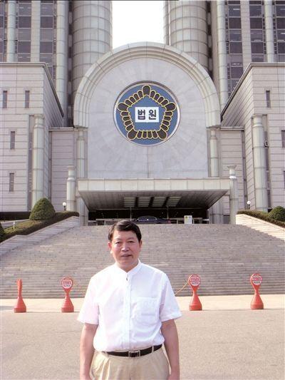 胡献旁律师在首尔高等法院。胡献旁供图