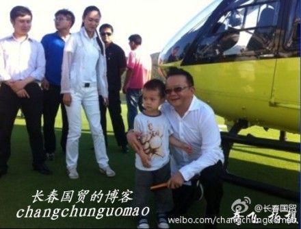 王刚怀抱四岁儿子