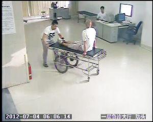 开套牌车撞人 送伤者去医院后就蹽了