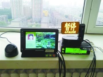 """日前,沈阳市交通局在8辆出租车上安装了具有录音录像功能的 """"黑匣子"""",旨在为市民维权提供技术支持。 记者 王储 摄"""
