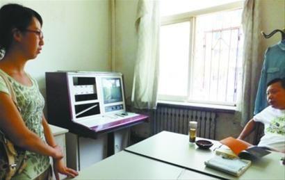 昨日下午2时,记者来到辽宁大学公安处值班室,工作人员称,管理监控录像的两名工作人员都不在,视频看不了。 记者 王迪 摄