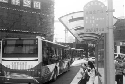 """乘坐""""北站南北专线""""可直达北站长途客运站( 马宏罡摄)"""