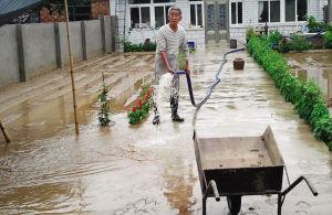 营口熊岳镇长龙村昨日遭遇洪水袭击 所幸没造成人员伤亡