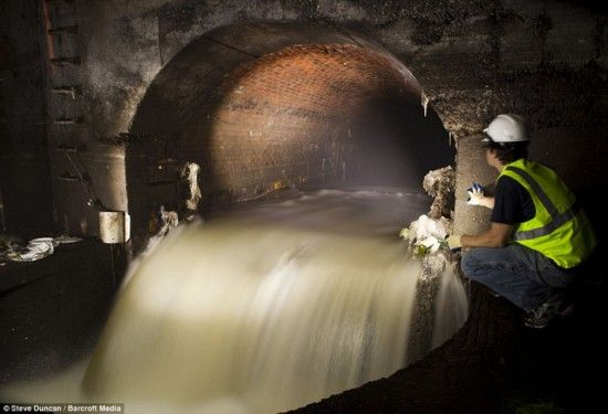 纽约布鲁克林区地下某处污水排放管道