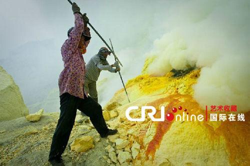 印尼爪哇岛的Ljen火山