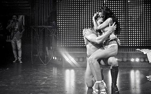 坦脱衣舞表演者雷和罗拉