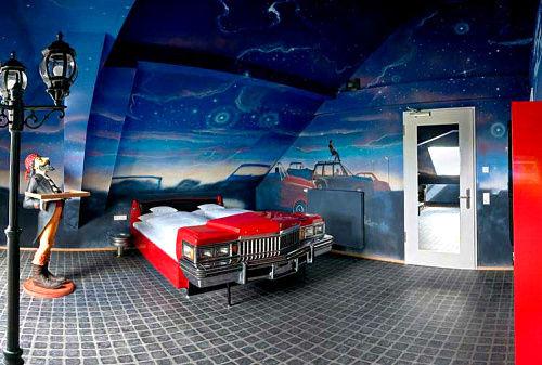 在德国南部的斯图加特,V8 酒店停了部车在你房里。