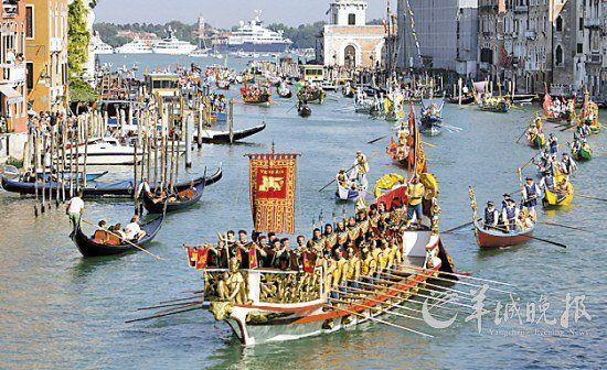 每年9月的第一个星期日,威尼斯的划船好手都会聚集到大运河上参加赛舟会