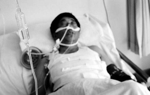 老卢目前仍在医院内接受观察。