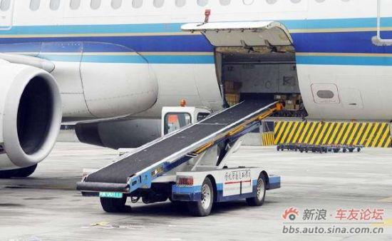 在对靠飞机舱门时,使用二次对靠机法