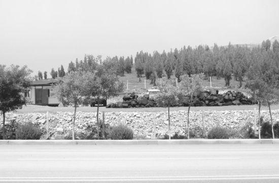 私建的煤场对周边环境产生污染。