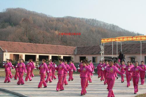大南沟村健身表演