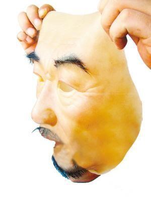 """网上热卖""""人皮面具""""。"""