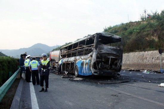 8月26日,交警在现场处置事故。新华社发