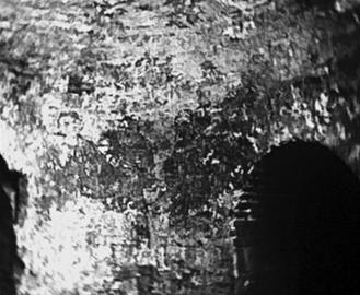 萧和墓葬中的壁画门神高4.8米。 资料片