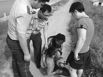 事后,民警将男孩及其母亲进行半小时劝说后,见母子心态好转,将他们一起送回家。 驻葫芦岛记者 冯玉兴